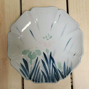"""9"""" Japanese Iris Flower Plate. Vintage"""
